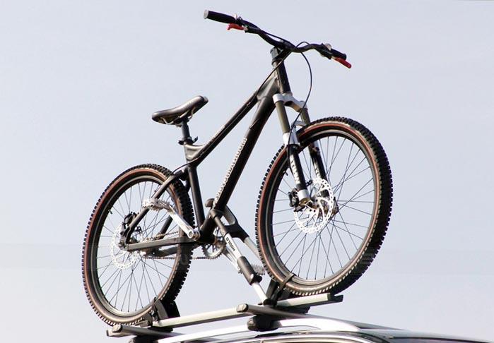Багажник на крышу автомобиля для перевозки велосипеда