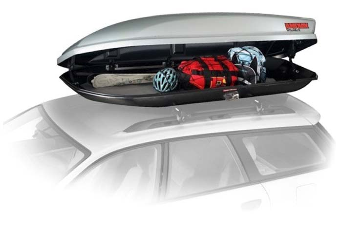Грузовой бокс на крыше автомобиля