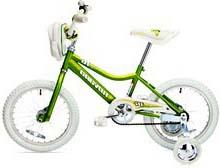 Детский велосипед с дополнительными колёсами