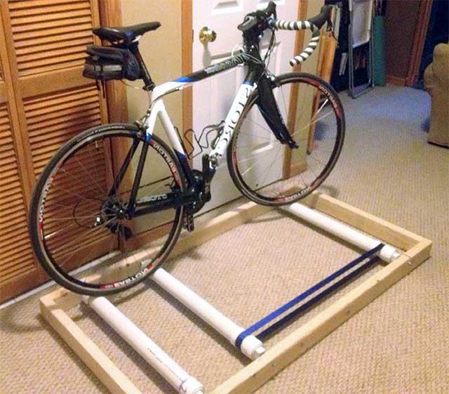 Самодельный велотренажёр на базе велосипеде