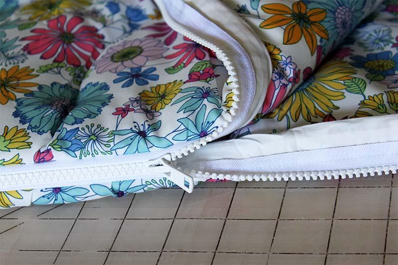Спальный мешок с установленной молнией