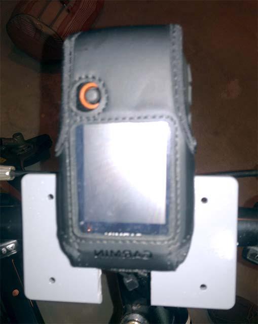 Установленный на руле GPS-приёмник