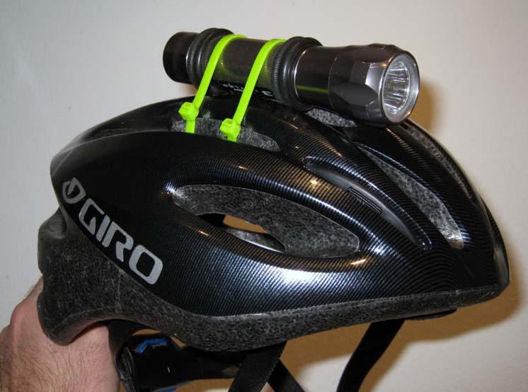 Фонарик на велосипедном шлеме