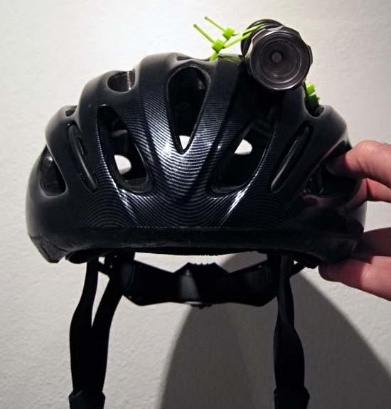 Фонарь на шлеме велосипедиста