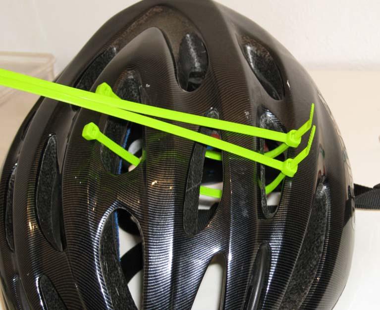 Установка пластмассовых хомутов на шлем