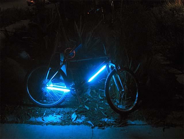 Голубая люминесцентная подсветка на раму велосипеда своими руками