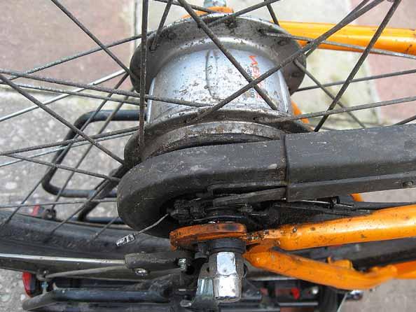 Полная защита цепи на велосипеде с планетарной втулкой