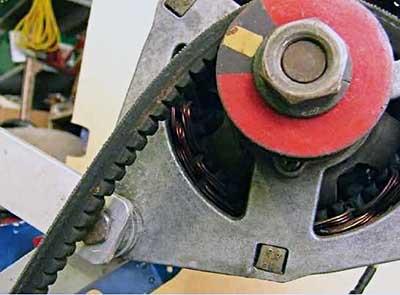 Ремень генератора зубчатого типа