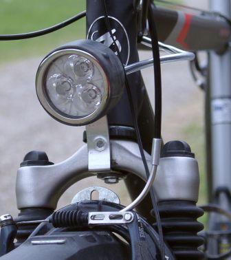 Фара установлена на велосипед