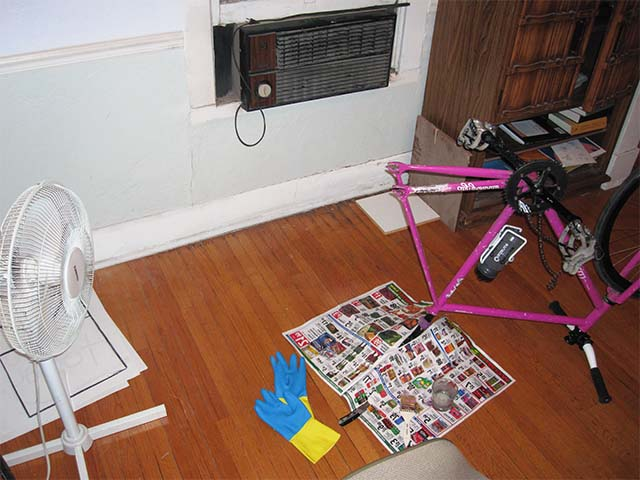 Удаление краски с велосипеда в закрытом помещении
