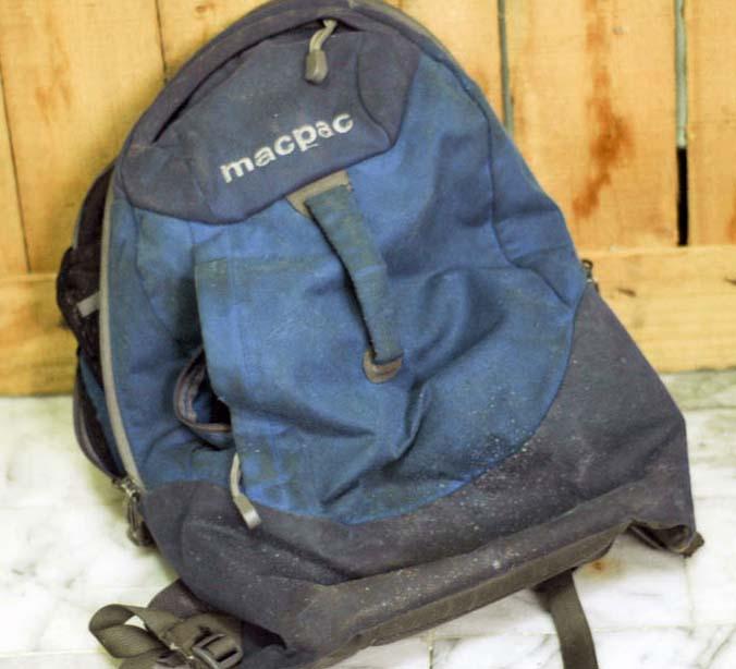 Грязный рюкзак перед стиркой