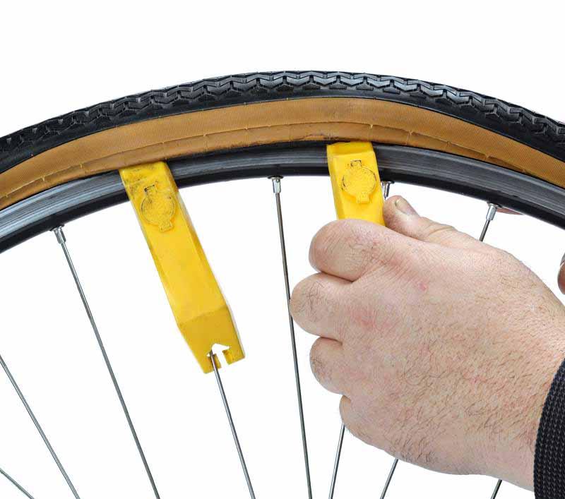 Как снять велосипедную покрышку с помощью бортировок