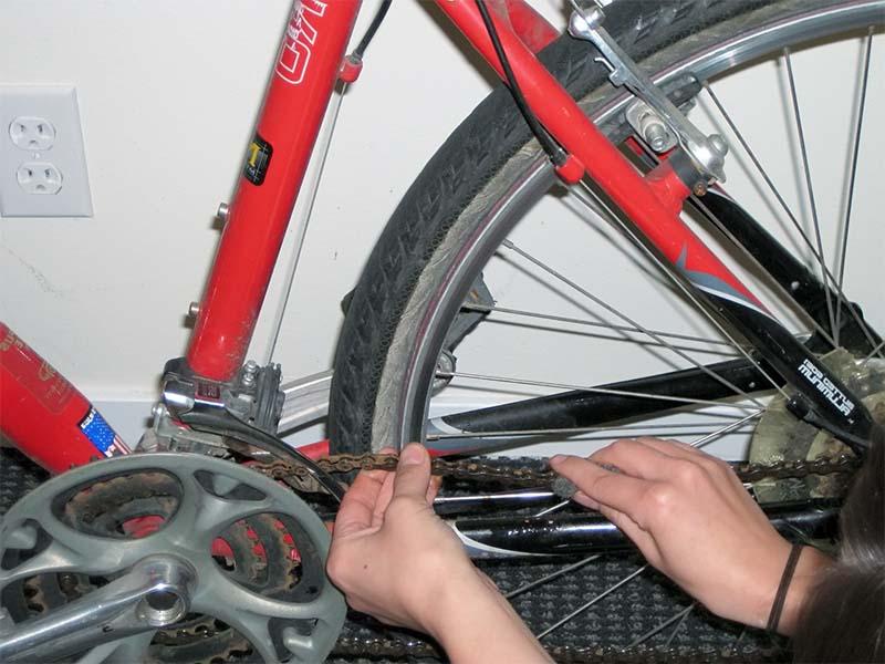 Удаление ржавчины с велосипедной цепи