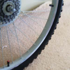 Колесо велосипеда с двумя камерами
