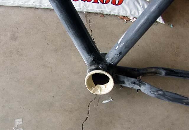 Защита каретки велосипеда перед покраской
