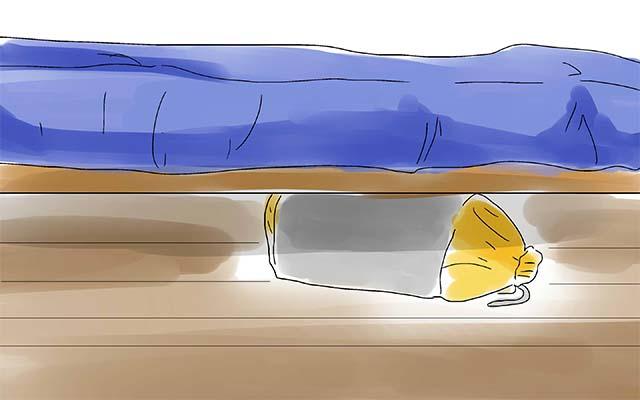 Длительное хранение спального мешка под кроватью