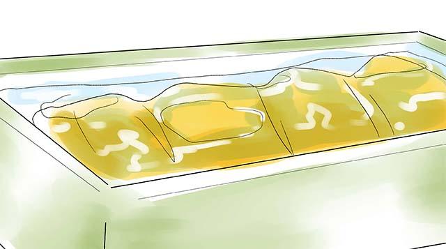 Стирка спального мешка в ванной