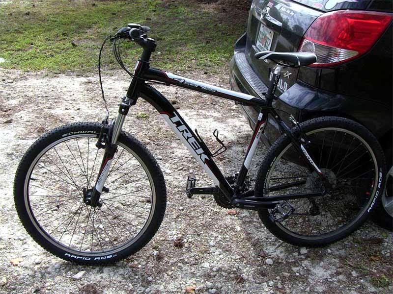 Горный велосипед с покрышками Schwalbe Rapid Rob