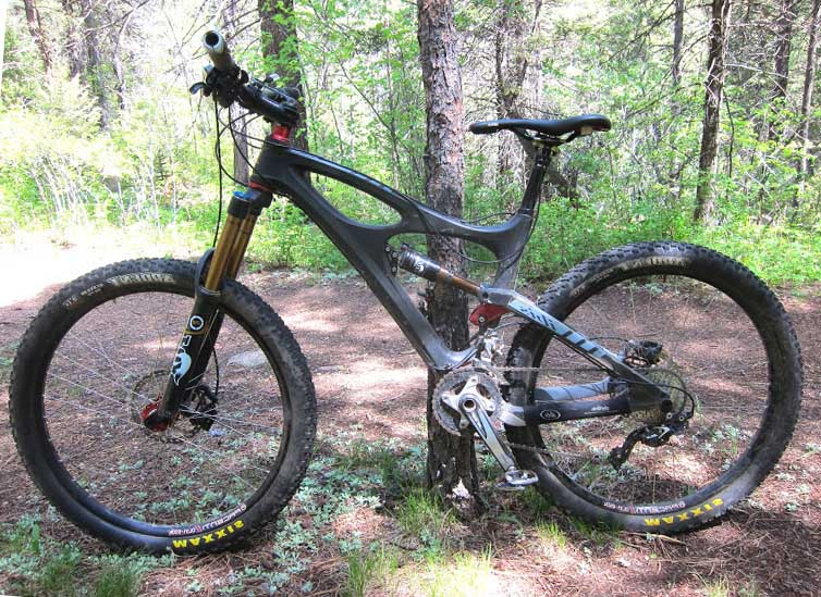 Горный велосипед с покрышками Maxxis Ardent EXO 27,5