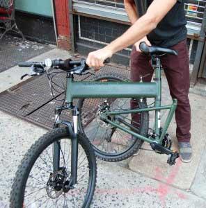 Процесс складывания велосипедов Montague