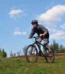 Велосипедист в Карпатах